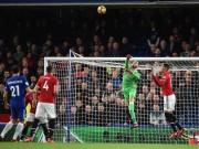 """Thua Chelsea, trăm triệu fan kể tội Mourinho, SAO MU  """" trách """"  hàng công bỏ lỡ cơ hội"""