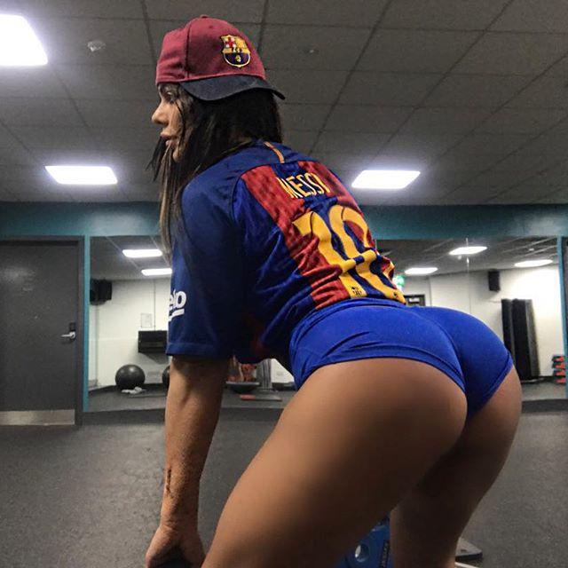 """Hoa hậu siêu vòng 3 Brazil lại """"cởi đồ"""" để thổ lộ tình yêu với Messi - 8"""