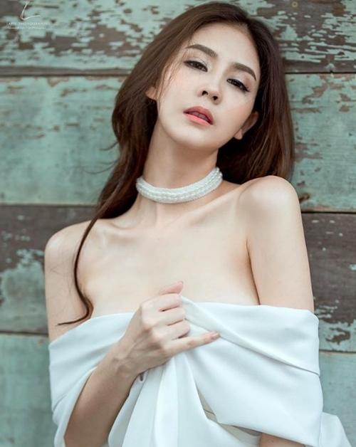 """Mỹ nữ Thái chuyên mặc đồ mỏng, hở bất chấp hoàn cảnh khiến bao anh """"xót xa"""" - 1"""