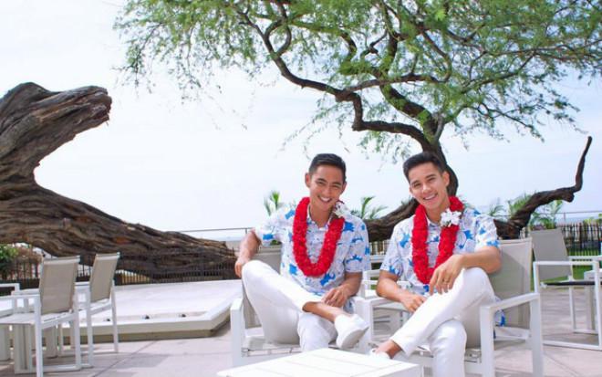 Tan chảy với gu thời trang đồng điệu của Hồ Vĩnh Khoa và bạn trai - 12