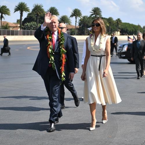 Thăm châu Á chục ngày, vợ đẹp của Tổng thống Trump chi bạc tỷ cho váy áo - 1