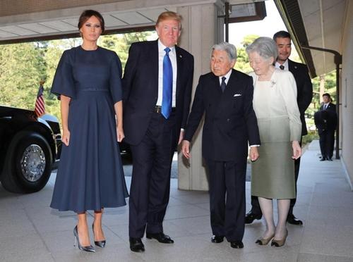 Thăm châu Á chục ngày, vợ đẹp của Tổng thống Trump chi bạc tỷ cho váy áo - 6