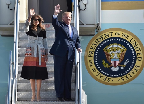 Thăm châu Á chục ngày, vợ đẹp của Tổng thống Trump chi bạc tỷ cho váy áo - 4
