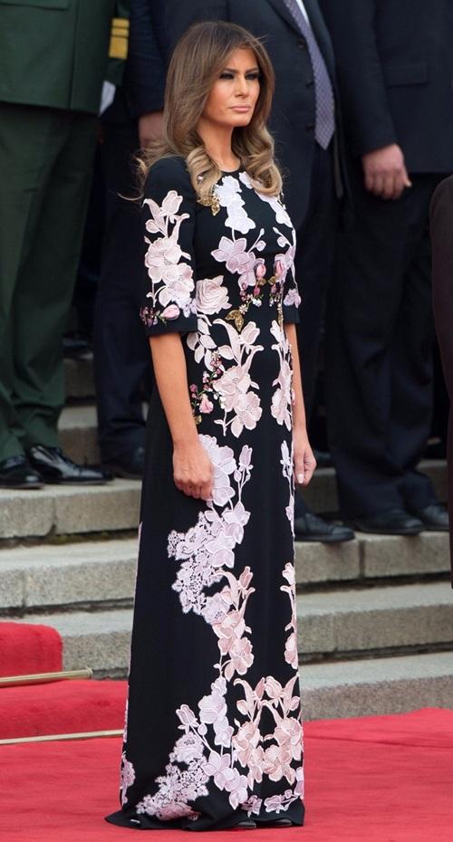 Thăm châu Á chục ngày, vợ đẹp của Tổng thống Trump chi bạc tỷ cho váy áo - 10