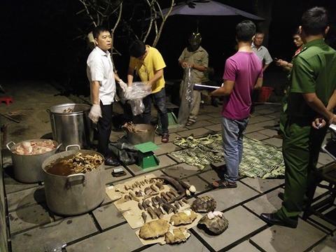 Nổ súng bắt nhóm người nấu cao hổ - 2