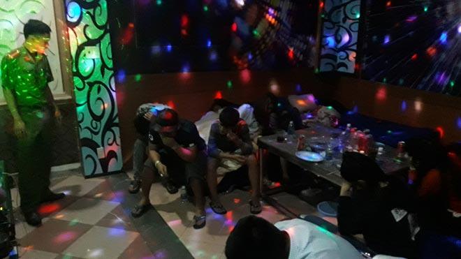 Quán karaoke thiết kế như phòng ngủ phục vụ dân chơi sử dụng ma túy - 2