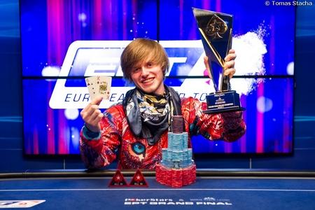 Thiên tài số học kiếm 22,3 tỷ/năm nhờ chơi bài Poker - 3