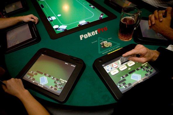 Thiên tài số học kiếm 22,3 tỷ/năm nhờ chơi bài Poker - 2