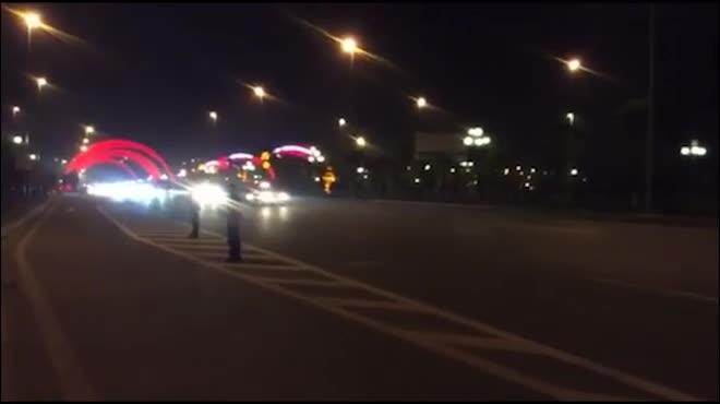 """Cận cảnh đoàn xe """"khủng"""" của Tổng thống Donald Trump tại Hà Nội"""