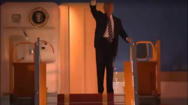 Những hình ảnh đầu tiên của Tổng thống Donald Trump tại Hà Nội