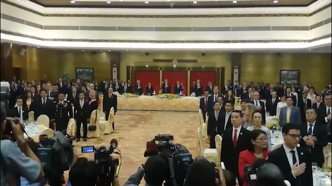 Toàn cảnh ngày đầu tiên Tổng thống Mỹ Donald Trump đến Hà Nội