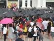 """H&M Hà Nội """"vỡ trận"""" vì con số tín đồ thời trang đợi mua hàng lên tới 1,5 nghìn người"""