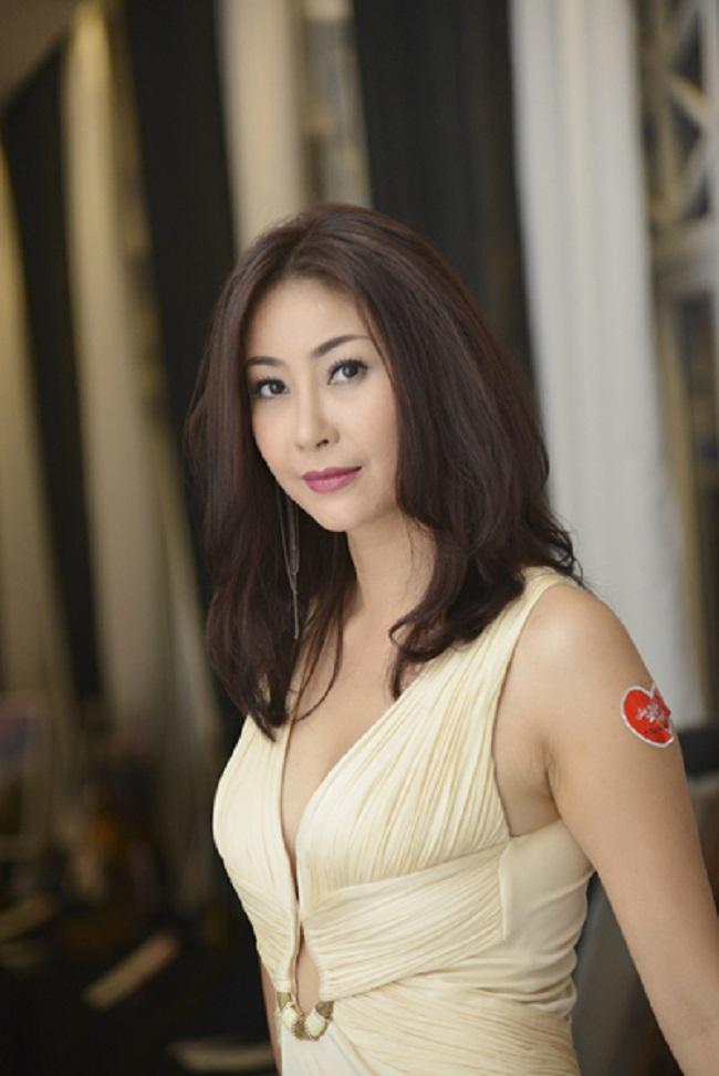 Theo đạo diễn Trần Phương chia sẻ, những cảnh quay này được thực hiện tại một eo biển Nha Trang rất vắng vẻ, cả đoàn phim cũng tránh mặt để Kiều Anh có thể thoải mái diễn.