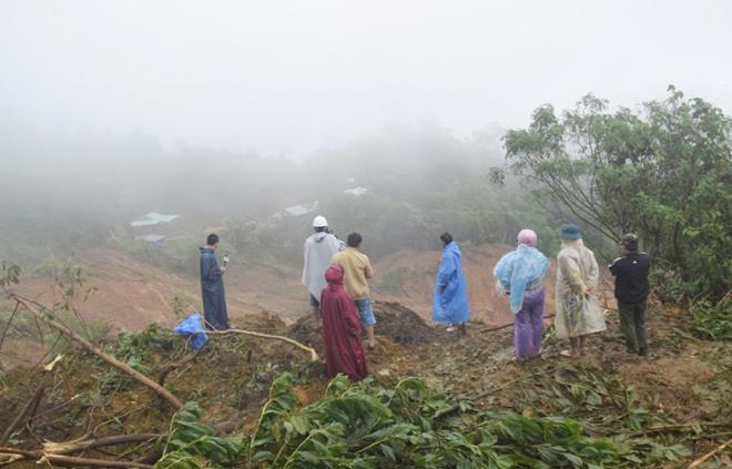 Cận cảnh ngôi làng sắp bị xóa sổ vì sạt lở - 6