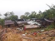 Cận cảnh ngôi làng sắp bị xóa sổ vì sạt lở