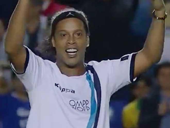 Ronaldinho tuổi 37: Lốp bóng 40m hạ thủ môn, tâng bóng kiến tạo cực đỉnh - 1