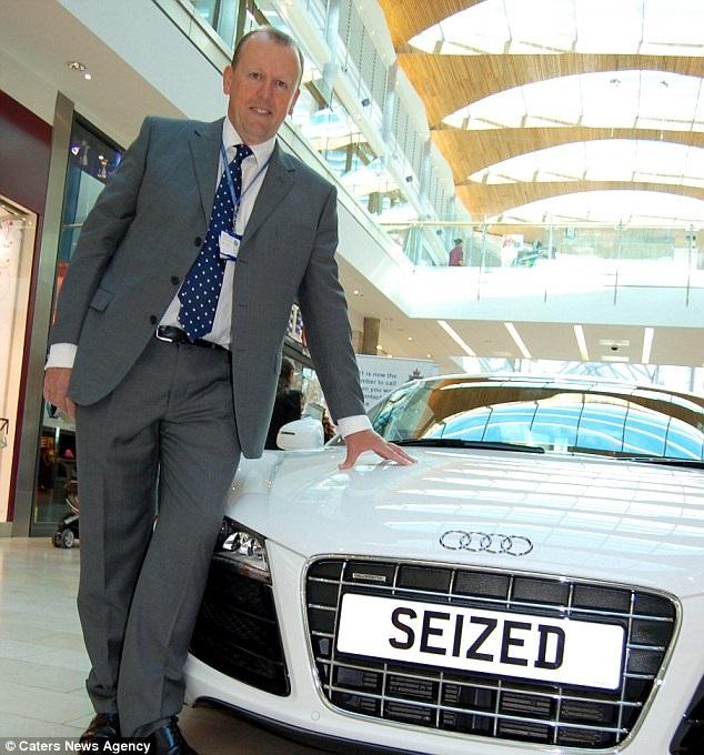 Ghé thăm gian hàng bán... tang vật toàn hàng hiệu của cảnh sát Anh trên Ebay - 1