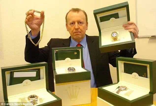 Ghé thăm gian hàng bán... tang vật toàn hàng hiệu của cảnh sát Anh trên Ebay - 2
