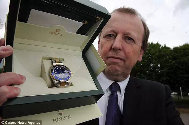 Ghé thăm gian hàng bán... tang vật toàn hàng hiệu của cảnh sát Anh trên Ebay - 4