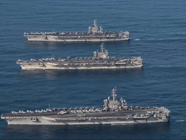 Cận cảnh cuộc tập trận hiếm của 3 tàu sân bay Mỹ - 14