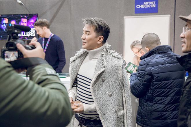 Mr Đàm trượt giải dù mang 80kg hành lý sang dự MTV EMA 2017 - 1