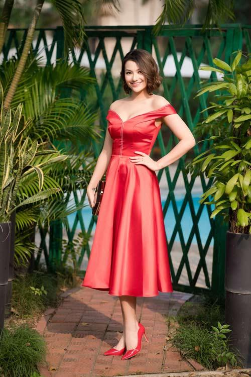 Hồng Quế đẹp mặn mà với váy trễ nải, Quỳnh Nga táo bạo diện đầm mỏng manh - 1