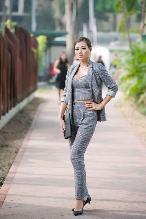 Hồng Quế đẹp mặn mà với váy trễ nải, Quỳnh Nga táo bạo diện đầm mỏng manh - 12