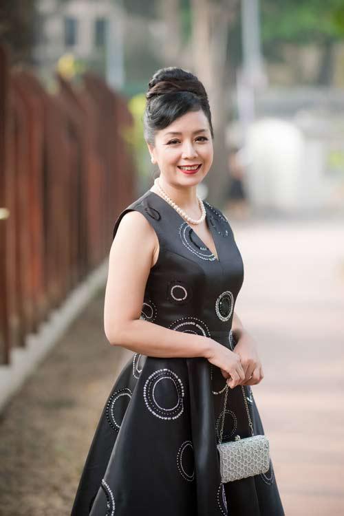 Hồng Quế đẹp mặn mà với váy trễ nải, Quỳnh Nga táo bạo diện đầm mỏng manh - 11