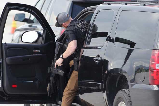 Chi tiết dàn mật vụ Mỹ đầy cơ bắp xách vũ khí bảo vệ ông Trump ở VN - 2
