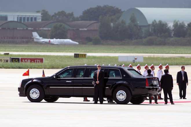 Chi tiết dàn mật vụ Mỹ đầy cơ bắp xách vũ khí bảo vệ ông Trump ở VN - 3