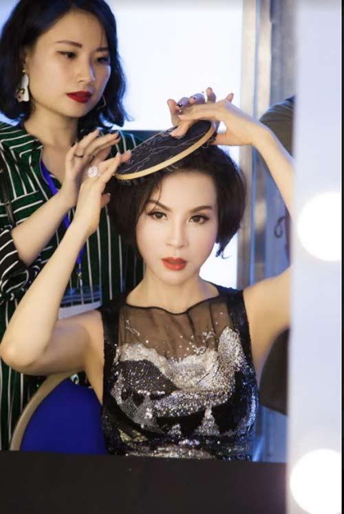 Thanh Mai U50 vẫn đẹp như tiên với váy trăm triệu đính ngàn viên pha lê - 1