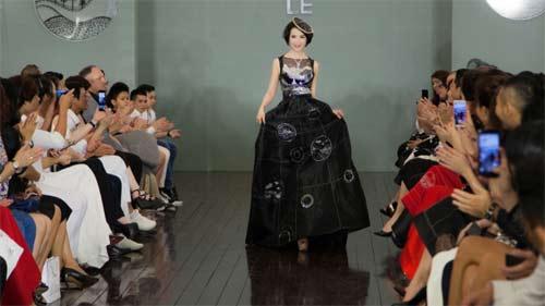 Thanh Mai U50 vẫn đẹp như tiên với váy trăm triệu đính ngàn viên pha lê - 4