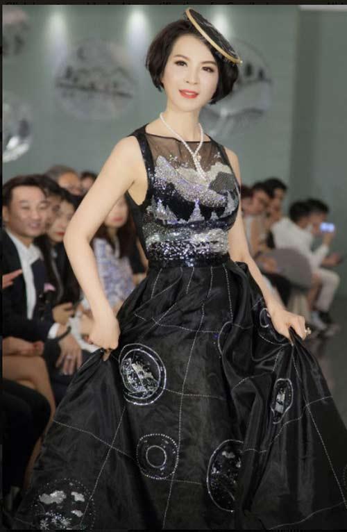 Thanh Mai U50 vẫn đẹp như tiên với váy trăm triệu đính ngàn viên pha lê - 5