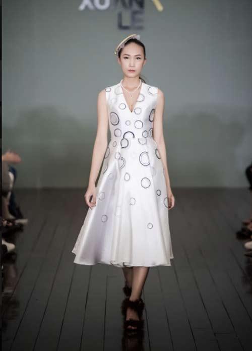 Thanh Mai U50 vẫn đẹp như tiên với váy trăm triệu đính ngàn viên pha lê - 10