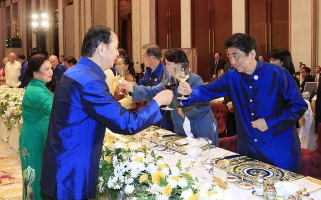 Bí mật về bộ trang phục mà Chủ tịch nước tặng các nhà lãnh đạo APEC - 5