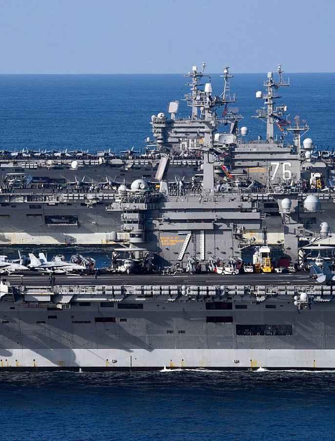 Cận cảnh cuộc tập trận hiếm của 3 tàu sân bay Mỹ - 11