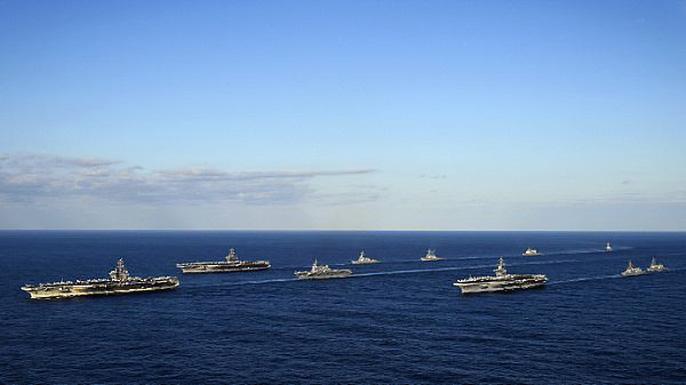 Cận cảnh cuộc tập trận hiếm của 3 tàu sân bay Mỹ - 12