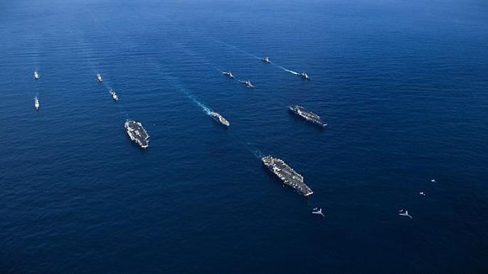 Cận cảnh cuộc tập trận hiếm của 3 tàu sân bay Mỹ - 13