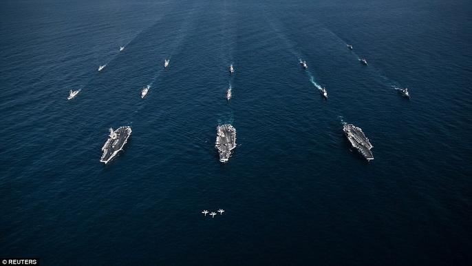 Cận cảnh cuộc tập trận hiếm của 3 tàu sân bay Mỹ - 3
