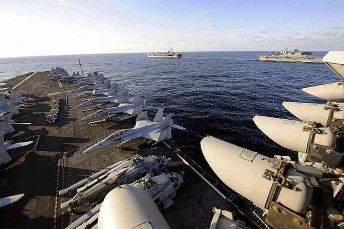 Cận cảnh cuộc tập trận hiếm của 3 tàu sân bay Mỹ - 7