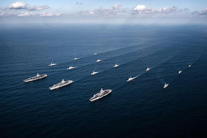 Cận cảnh cuộc tập trận hiếm của 3 tàu sân bay Mỹ - 9