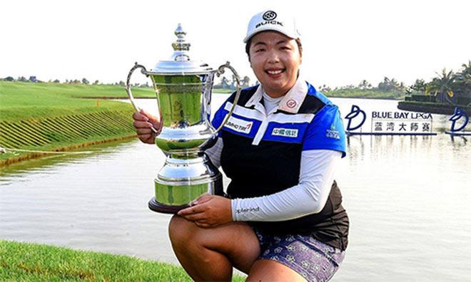 """Golf 24/7: Cao thủ Trung Quốc nặng gần 90kg """"đè"""" 3 mỹ nhân - 1"""