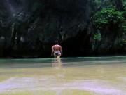 """Đột nhập hòn đảo bí mật đẹp tựa thiên đường, """"ẩn náu"""" trong hang động"""