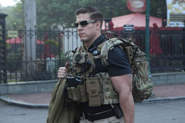 Chi tiết dàn mật vụ Mỹ đầy cơ bắp xách vũ khí bảo vệ ông Trump ở VN - 7