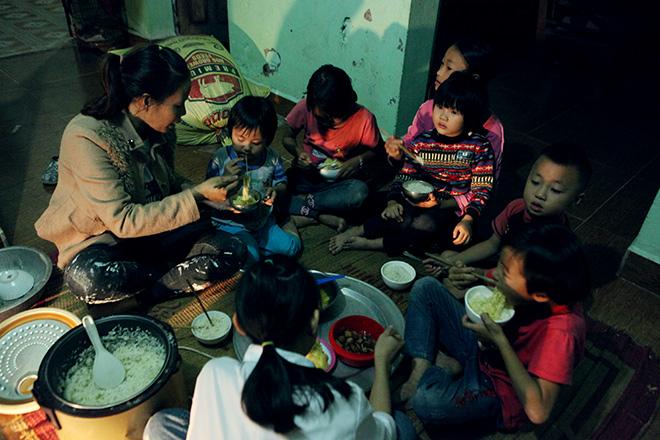 Khó tin: Người phụ nữ 29 tuổi sinh 8 người con ở Hà Nội - 1
