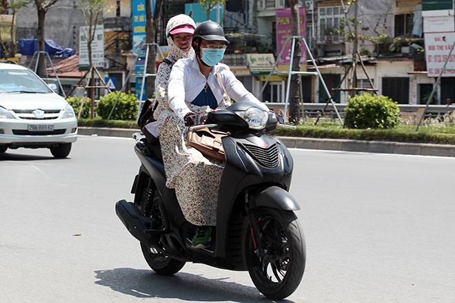Vì sao đã lập đông, Hà Nội vẫn nắng nóng hơn 30 độ C? - 1