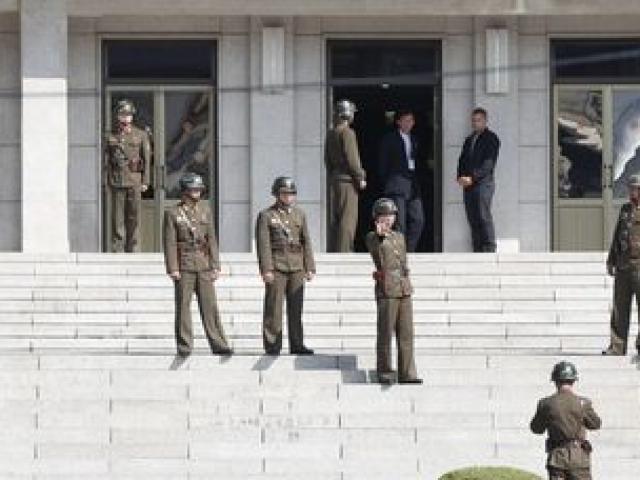 """Tin mới nhất vụ lính Triều Tiên bị bắn """"40 phát"""" khi đào tẩu - 3"""