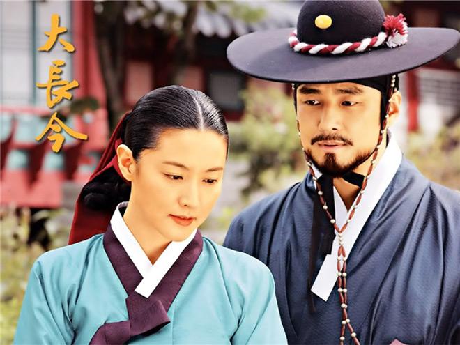 Phim Hàn cũng gây tranh cãi vì hanbok hở nửa ngực - 1