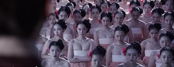 Phim Hàn cũng gây tranh cãi vì hanbok hở nửa ngực - 11