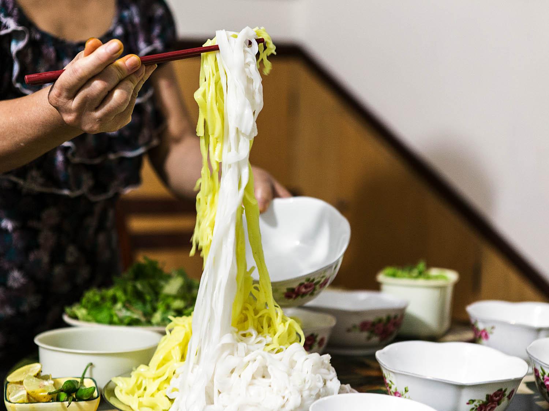 Cách làm mì Quảng ngon chuẩn vị miền Trung - 7